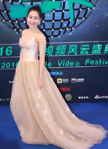 35岁马苏扎起丸子发型 2016移动风云盛典她是最亮丽