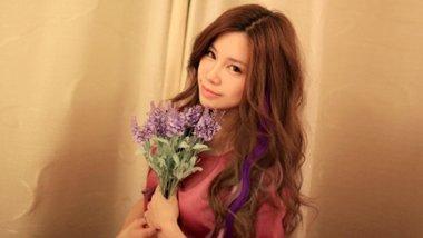挑染紫红色头发 黑色挑染粉紫色头发