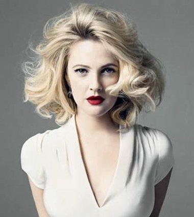 女人短发怎样穿衣服显得有气质年轻 短发圆脸衣服搭配
