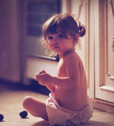 小女孩蘑菇头要怎么扎好看 小孩的小蘑菇头怎样扎小辫子