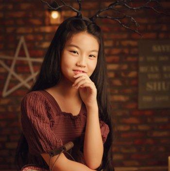 怎么给大孩子梳长发 11到12岁的长发女孩该扎什么辫子