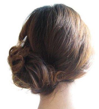 日韩盘头发的方法图解 冬日头发少盘型设计图解