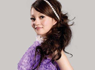 张韶涵梳起发型图片 好看易梳的甜美发型