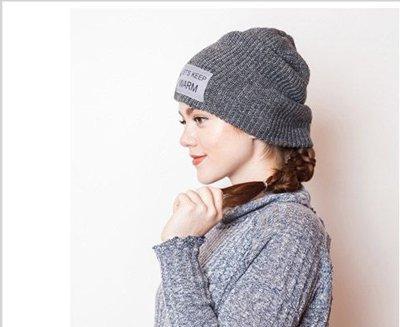 冬天戴毛帽子如何把长头发塞进帽子里面 女生的长头发怎么弄