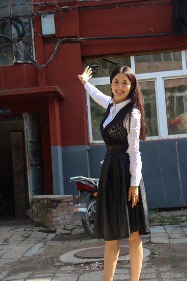 杨童舒中分长直发造型成靓妹 超减龄的漂亮美发上榜