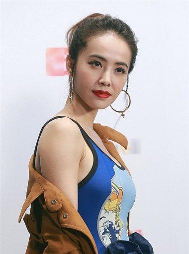 蔡依林扎御姐范丸子头发型 秒杀出女星的耍酷气质