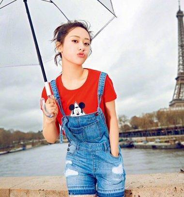 杨紫做都市酷姐姐 一头短发扎出彩