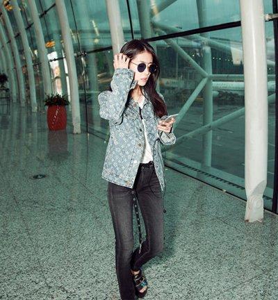 张碧晨机场街拍帅气简约 盘点张碧晨漂亮长发发型