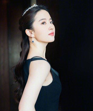 刘亦菲撞衫杨颖完胜 刘亦菲优雅扎发发型仙气足