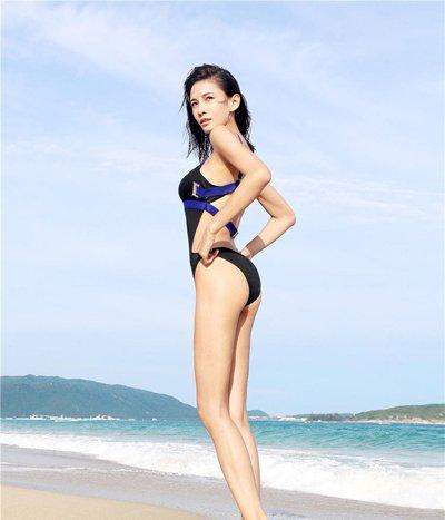 张蓝心泳装造型秀大长腿 张蓝心几款美帅发型