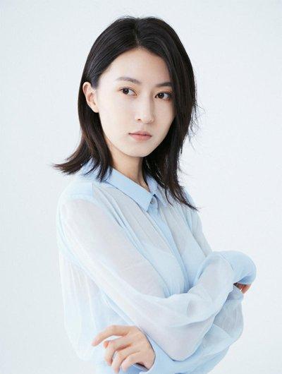 《深海利剑》刘璐变身女教官 中长发写真玩转百变风格