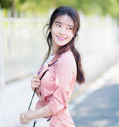 张璇玩转经典半扎发 张璇典雅女人味漂亮发型图片