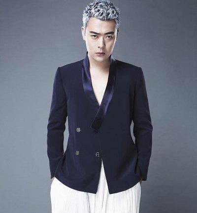 张桐银色短发大秀型男魅力 男明星时髦染发玩转新潮流