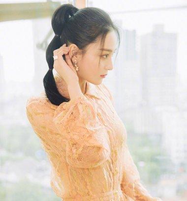 张馨予最想嫁的是王宝强? 张馨予时尚扎发发型媚而不俗