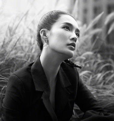 李沁马尾+西装上演高冷霸气女神范儿 李沁5款超in扎发发型