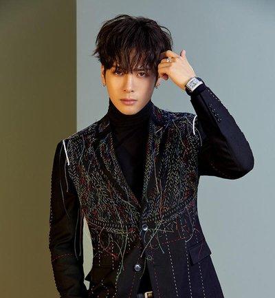 王嘉尔封面造型变潮流酷boy 王嘉尔时尚帅气短发发型