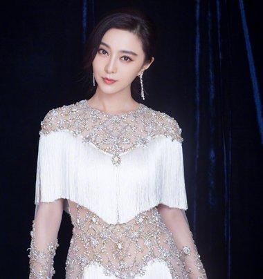 范冰冰生日获李晨甜蜜求婚 范冰冰黑色长发发型美如少女