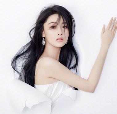 李晨求婚范冰冰张馨予却上热搜榜首 张馨予黑色长发发型妩媚清纯兼具