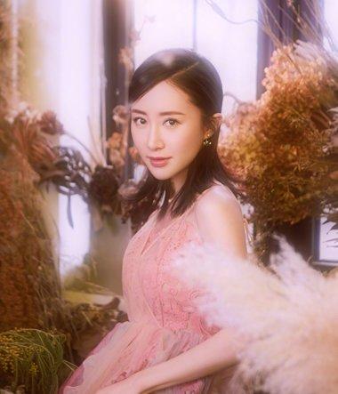 花房姑娘爱裙装 舒畅的公主裙细腻如瓷