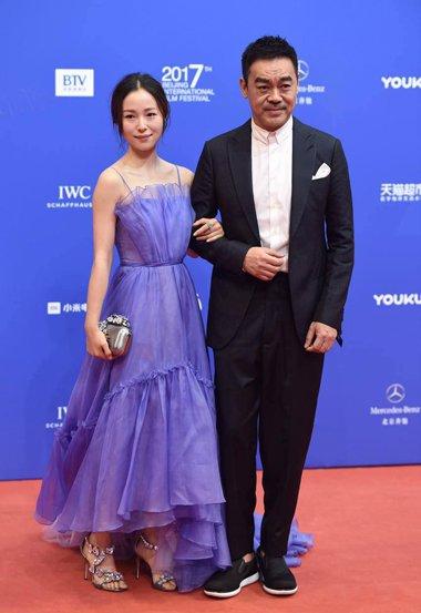 星光熠熠北影节红毯 刘亦菲赵丽颖春意盎然的发型梳起