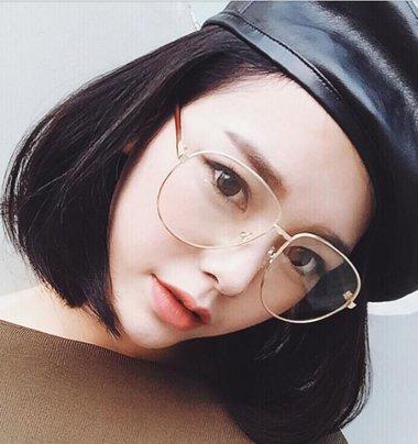 眼镜框女生图片_俏皮短发_时尚俏皮短发_男生俏皮短发发型_发型师姐