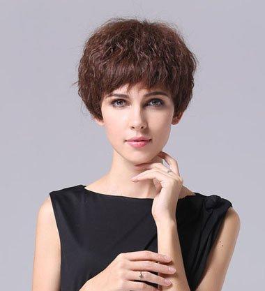 女士短发小卷图片_女生短发蓬松烫发发型 女生好看的烫发发型_发型师姐