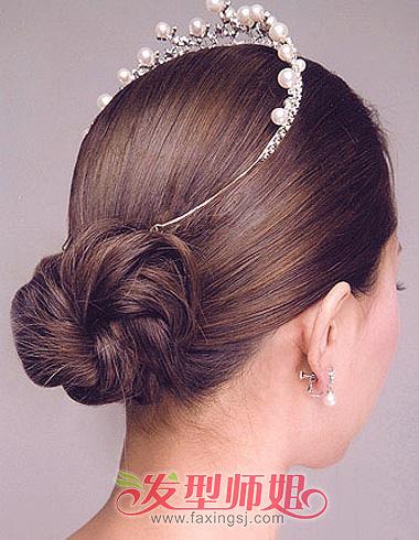 领略发饰的精彩 精美头饰让新娘盘发更迷人