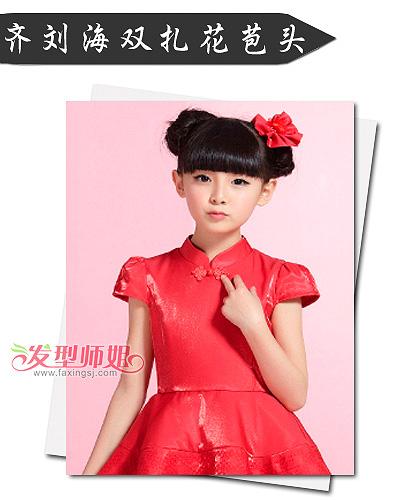 小女孩红装拜年预习册 这样的发型适合红衣服