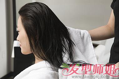 头发干枯像稻草人? 4个方法帮你解决干枯毛躁