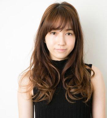 方形脸适合中分吗_方形脸如何自己盘发适合中分方脸的韩国盘发步骤_发型师姐