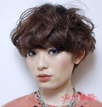 方形脸适合中分吗_方形脸适合蘑菇头吗方形脸蘑菇头时尚发型(4)_发型师姐