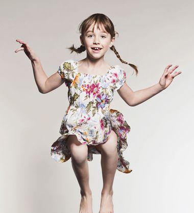 小女孩扎小辫子发型 小女孩发型绑扎方法