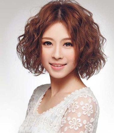 中年妇女小卷烫_中年女士小卷满烫短发发型 短齐发满烫的发型图片_发型师姐