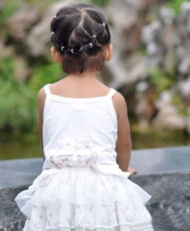 小女孩跳舞盘发的步骤_儿童短发发型扎法 儿童短发的发型扎法步骤(3)_发型师姐
