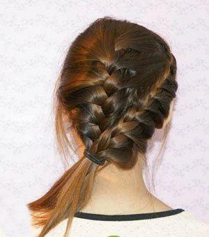 斜刘海直发发型扎法_怎样编女士辫子发型 女生编制美丽发型流程(4)_发型师姐