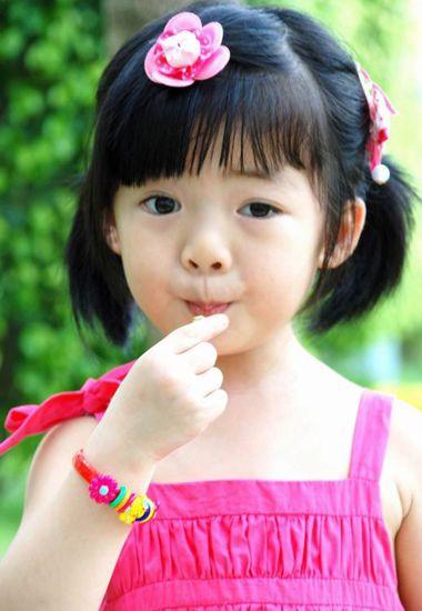 小孩子发型扎法图解_4岁女孩扎新发型 4岁小孩扎发发型_发型师姐