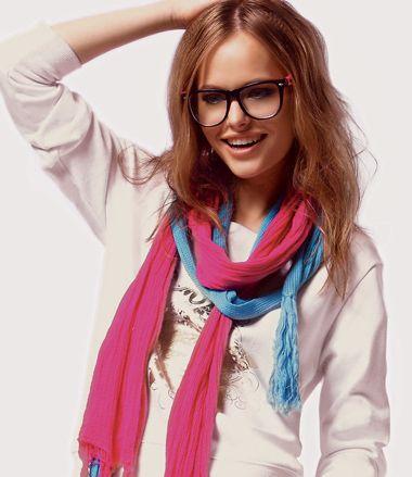 戴眼镜短发中分烫发发型 中分中短发烫发发型