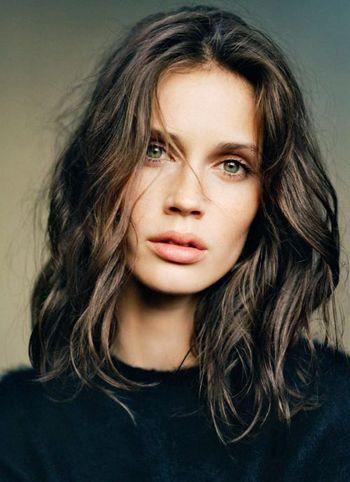 头发多的长发适合什么烫发 头发发量多能烫蛋卷发吗