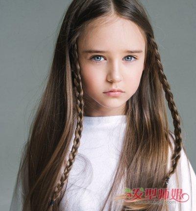 2017长发小女孩时尚编发发型二-小女孩长头发新编法 长头发编出来的图片