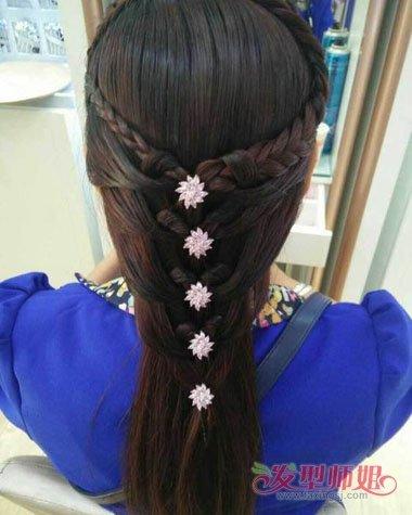 夏天中分头发怎样编好看 夏天女孩编扎头发