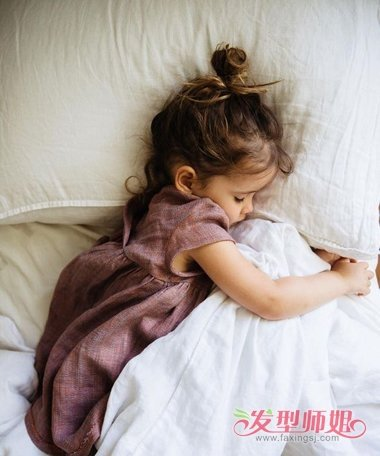 怎么给女宝宝挽头发 简单易学短头发挽头发的技巧