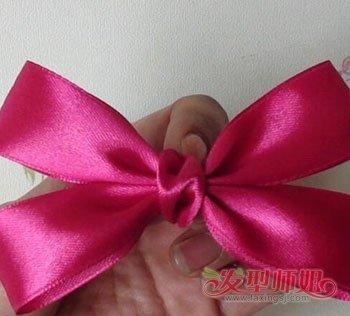 蝴蝶结头花怎么戴好看 自制蝴蝶结头花的方法