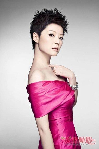母亲节时尚潮流发型设计 中年妇女的显年轻造型