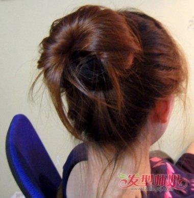 蜈蚣盘发器使用方法_黑色长盘发器的使用方法 盘发器简单好看的步骤(4)_发型师姐