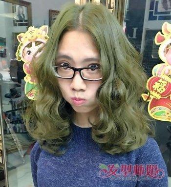 中分适合戴眼镜吗_女生戴眼镜适合中分吗 戴眼镜女生适合的中分发型(4)_发型师姐