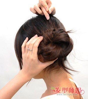 斜刘海韩式花苞头盘发步骤图解分分钟学会哟 喜欢韩式发型的女生们斜刘海花苞头怎么梳