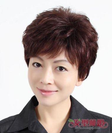 中年女头发少理什么发型好 头发少岁数大用什么样的发型