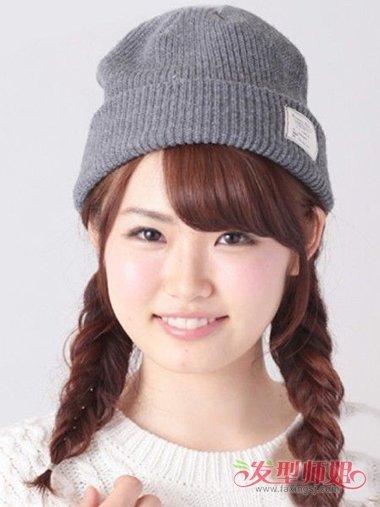 戴帽子可编什么发型 戴帽子应该怎样扎头发