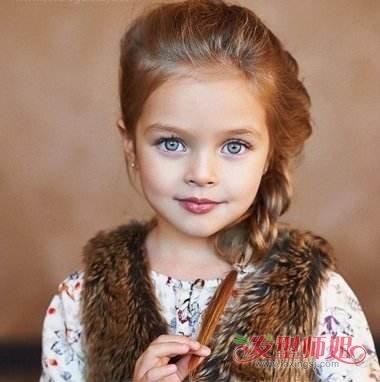 儿童歪辫子扎法 怎样给女儿扎歪辫子