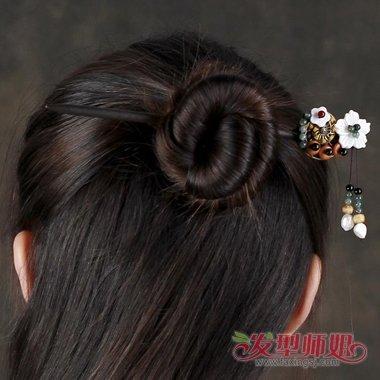 短发新娘怎么盘头_怎么用发簪绾头发图解 有发簪怎样盘头发(3)_发型师姐